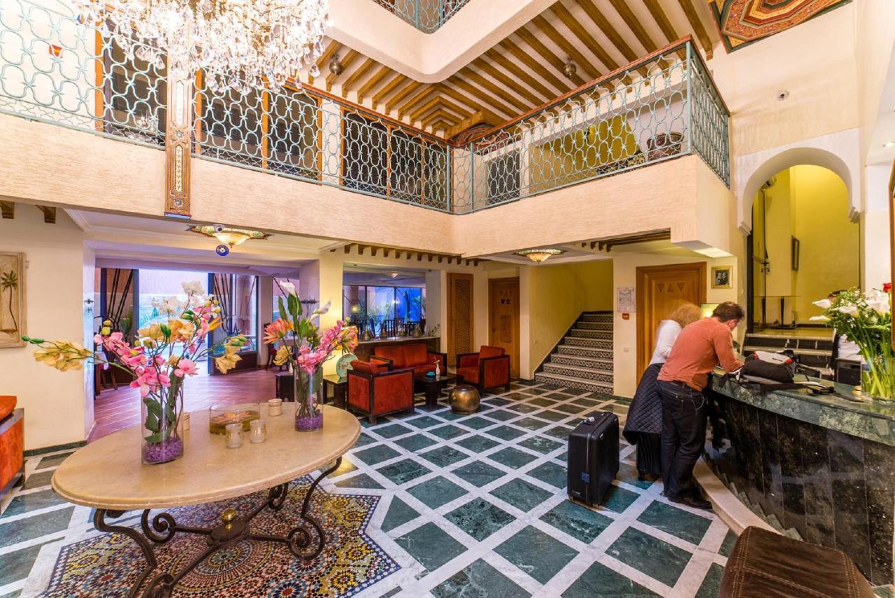 Reserva oferta de viaje o vacaciones en Hotel LES TROIS PALMIERS